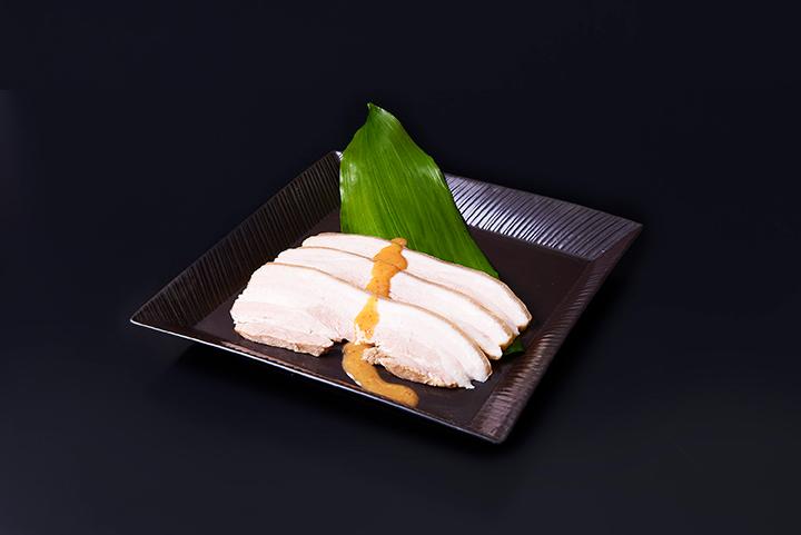 蒸し豚「バラ」マルヨネ独自の酢味噌で
